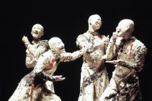 Grupo japonês de Sankai Juku traz de volta a arte Butô aos palcos  do Em Cena