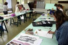 Espaço destinado ao ensino das artes oferece cursos regulares e temporários
