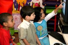 Política de Inclusão Digital aplicada desde 1992 disponibiliza  ambientes informatizados nas escolas