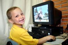 Informática e acesso à Internet permitem aos alunos trabalhar com a  tecnologia ao completar a escolaridade