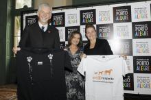 Fortunati e Regina Becker foram convidados a customizar camisetas