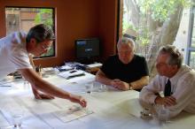 Proposta do arquiteto Jaime Lerner (C) foi apresentada para Fortunati