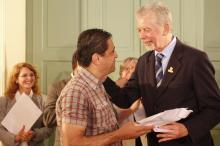 Prefeito José Fortunati entregou cartão ao professor Silvio Luiz Capa Verde