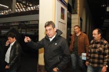Vice-prefeito Sebastião Melo acompanhou permissionários para retirada de mercadorias