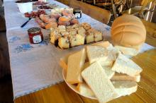 Pães, cuca, queijo, salame, aipim frito e linguiça fizeram parte da atividade