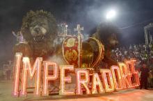 Imperadores encerrou os desfiles do Grupo Especial