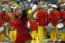 Escola convidada União Cohab Cavalhada abriu os desfiles.