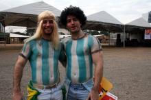 Irmãos Ramiro e Guillermo Loeffel estão caracterizados como Caniggia e Maradona