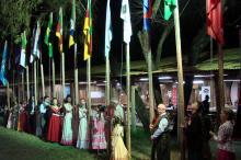 Arriamento das bandeiras dos países que jogaram em Porto Alegre na Copa