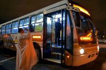 Padre Neri abençoou os ônibus na largada da Carris nesta madrugada