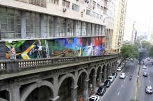 Painel no Viaduto Otávio Rocha foi feito por três artistas