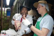 Lições começam na escolha da carne e vão até os detalhes do preparo