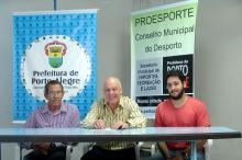 Edgar Meurer com o novo presidente, Ingorn Kronbaurer, e o vice Felipe Gaspar