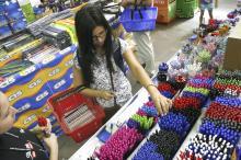 Escolas não podem determinar a loja para a compra de material escolar