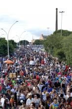 Estreia do carnaval na orla atraiu 35 mil foliões
