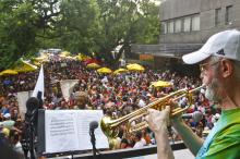 A maioria dos desfiles acontece no bairro Cidade Baixa