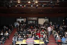 Debate no Teatro Renascença, na quarta-feira, 26, reuniu cerca de 300 pessoas