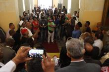 Militantes festejaram a sanção do projeto, nesta manhã, no Paço Municipal