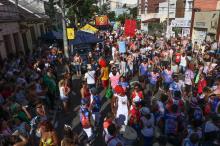 Foliões movimentaram as vias do bairro Cidade Baixa animados pelo Bloco Galo do Porto