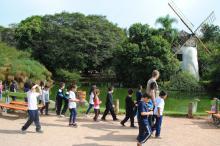 Turmas acompanharam trilha com a equipe de Educação Ambiental