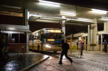 Ônibus começaram a sair das garagens às 6 horas.