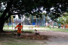 Praças recebem serviços de limpeza, capina e roçada