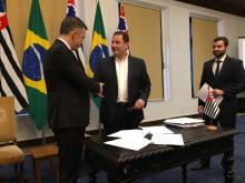 Protocolo de intenções foi assinado por Vanuzzi (E) e Abreu Filho (D) nessa terça