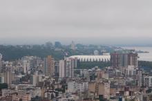 Nebulosidade predomina na Capital, com forte precipitação em parte do dia