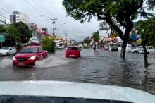 Influência do ar quente formou cenário propício para a forte precipitação