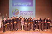 Dezessete jovens receberam os diplomas de conclusão do curso