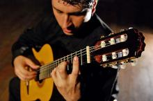 O violonista Tiago Oliveira abre a temporada deste ano