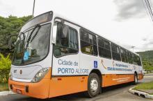 Ônibus começou a circular nesta segunda e passará por diferentes linhas da empresa