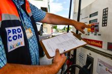 Preço da gasolina comum varia de R$ 4,299 a R$ 4,699 o litro