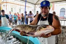 Peixes vivos também são atração na feira, que segue até sexta-feira