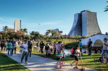 Final de semana ensolarado levou centenas de pessoas ao local