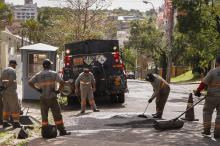 Entre as ruas que receberam a operação estão a Miguel Couto, no Menino Deus