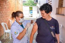 Já foram imunizados 112.844 idosos e 26.702 profissionais de saúde