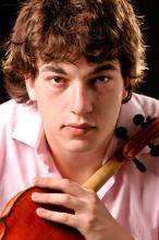Violinista integra a Evansville Philharmonic Orchestra