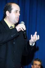 Bighelini interpreta trechos de óperas conhecidas